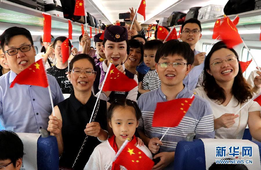 全国各地群众欢度国庆 共祝祖国繁荣昌盛