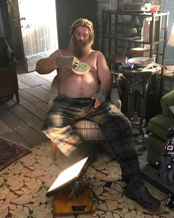 """""""雷神索尔""""的假肚子及手脚重达40公斤"""