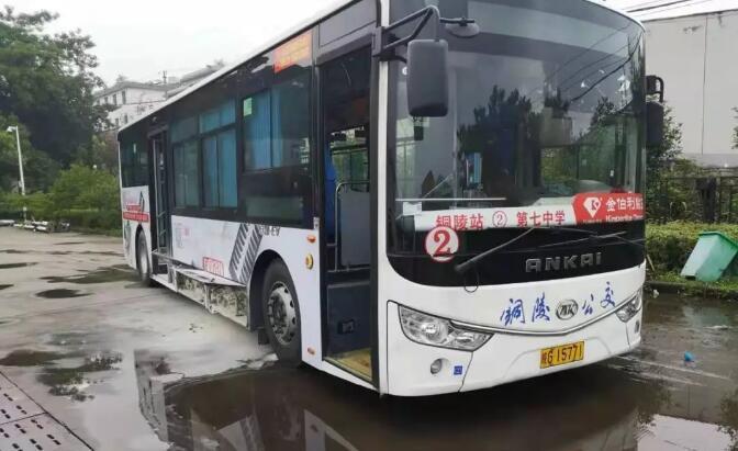 铜陵一公交车闹市区自燃 系故障电池引发