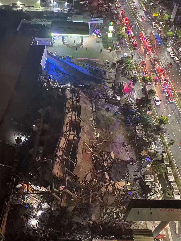 突发!福建泉州一宾馆倒塌 约70人被困 已救出32人
