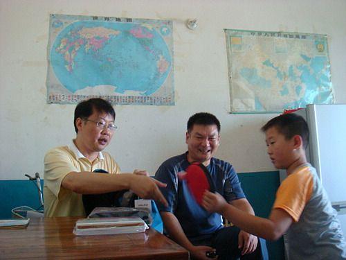 南陵县教育局党委认真开展农村留守儿童结对帮扶活动