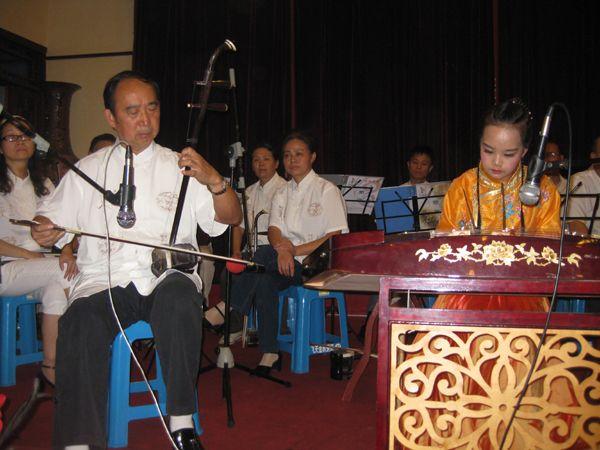 柯子衿与二胡名家张步东先生的合奏《洪湖人民的心愿》再现了当年洪湖