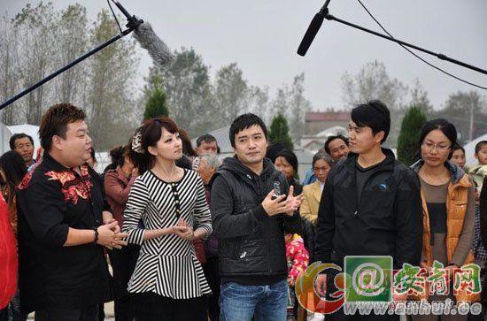 图为主持人刘刚(左一)、韩放(左二 2010安徽电视台主持人大赛季