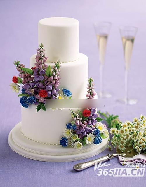 让世界上最美的风景,在充满甜蜜滋味的婚礼蛋糕上一一呈现.
